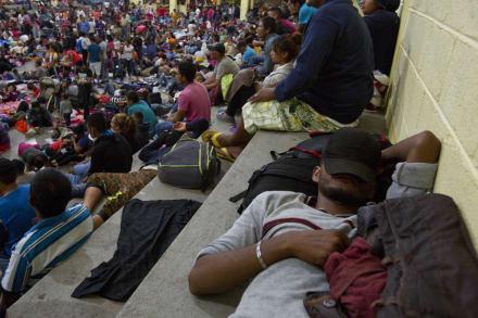 Caravana migrante marcha por Guatemala ante amenazas de Trump
