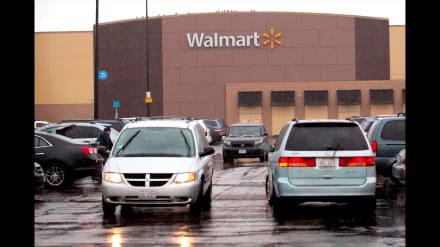 Hispano denuncia a empleada de Walmart; le exige hablar en inglés (VIDEO)