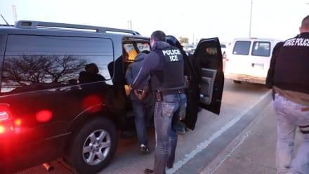#LOMÁSLEÍDO: Mitad de deportaciones de programa del ICE son en Texas y California (VIDEO)
