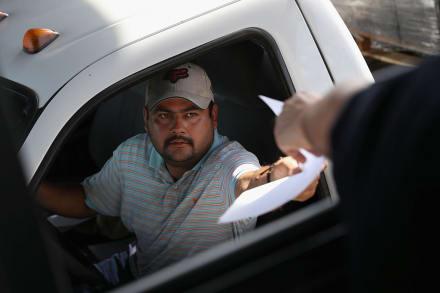 Controversial propuesta otorgaría licencias de conducir a indocumentados