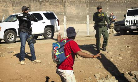 Inmigrantes detenidos el domingo en frontera no afrontarán cargos