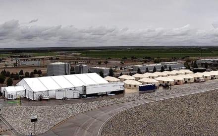 Reporte: Centro para niños migrantes no verificó antecedentes de personal