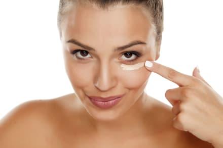 Trucos de maquillaje para corregir las ojeras de manera eficaz (VIDEO)