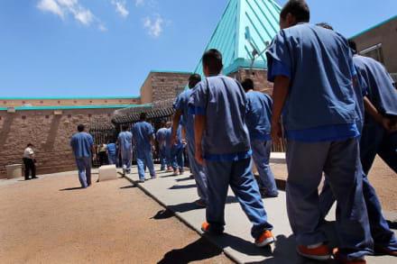 Llegó la Navidad adelantada a una cárcel de ICE en Arizona
