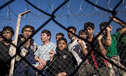 Más de 2,000 menores inmigrantes pasarán Navidad detenidos