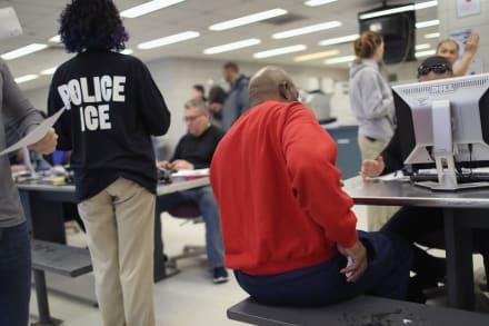 Hispano que sirvió a la Armada de los EE.UU. podría ser deportado