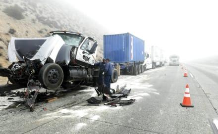 Tormenta en California deja dos muertos y decenas de accidentes