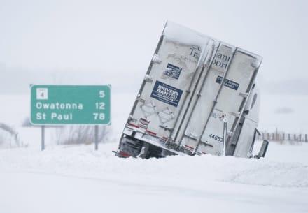 Tormenta invernal arrastra vientos y nevadas al oeste de EE.UU.