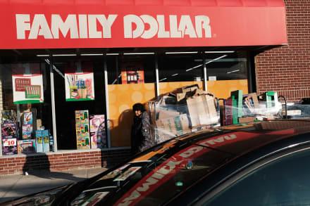 Empleada resulta herida durante robo en tienda de Family Dollar