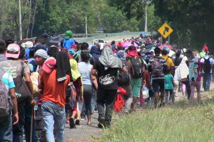 Nueva caravana migrante avanza por el sur de México desafiando autoridades