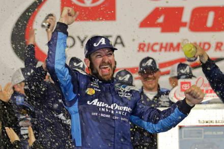 Martin Truex Jr. ganó la Toyota Owners 400 en el Richmond Raceway