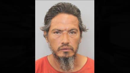 Arrestan a hispano de Texas por el robo de urna con cenizas mortuorias
