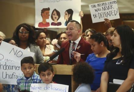 Florida debate proyecto de ley que prohibiría ciudades santuario