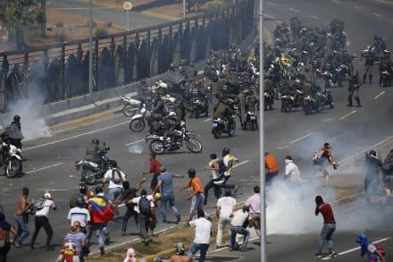Trump amenaza con más sanciones a Cuba si no cesa apoyo militar a Venezuela