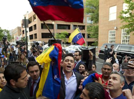 Presentan cargos contra ocupantes de embajada de Venezuela en Washington