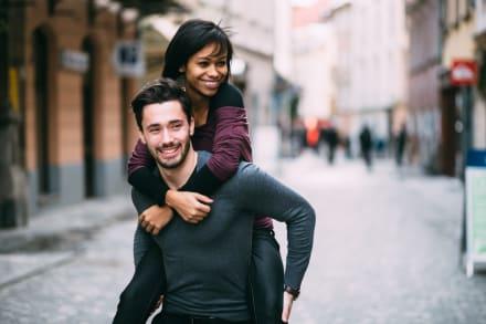 Celebrar la diversidad: 5 Ventajas de ser una pareja interracial