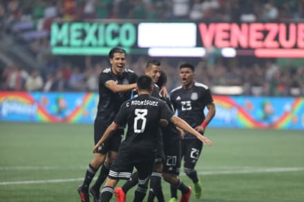México Vs Venezuela. Mexicanos celebran el 3-1 al son del Cielito Lindo