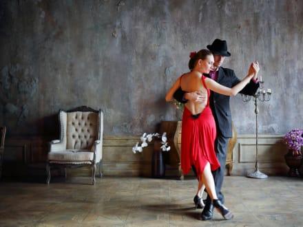 Bailar tango: Los pasos más sencillos para presumir