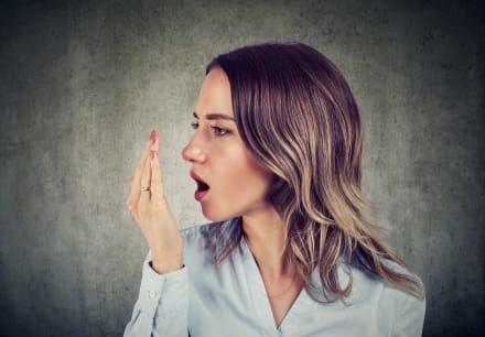 Aliento de dragón: Cómo solucionar tu problema de halitosis o mal aliento