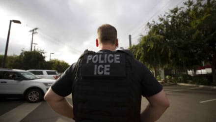 ICE detiene a 90 estudiantes extranjeros en una universidad falsa creada por Seguridad Nacional