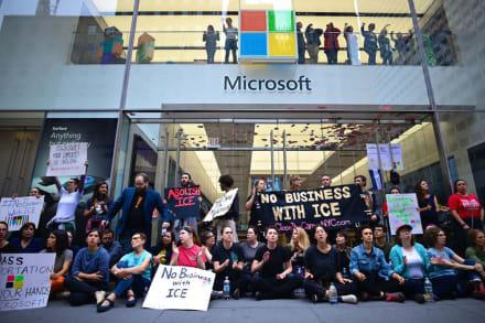 Protesta por contrato de Microsoft con ICE deja 76 detenidos