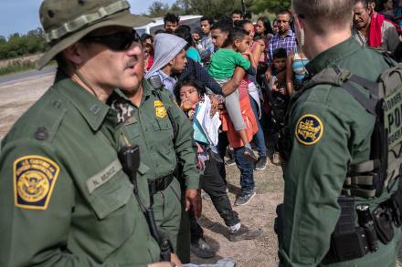 """Patrulla Fronteriza en medio de una crisis: """"La gente nos odia"""""""