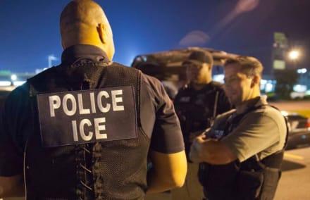 Usan oficiales de ICE para decomisar mercancía pirata de la NFL