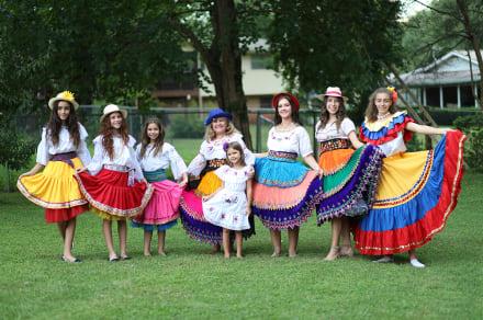 Ruth Milde cumple 46 años de promover danzas de Ecuador y América Latina