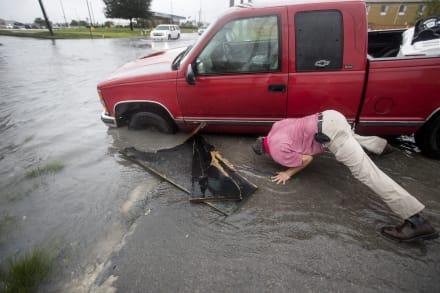 Depresión tropical Imelda amenaza con inundaciones en Texas