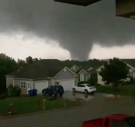 Violento tornado eleva a tres la cifra de muertos en Missouri