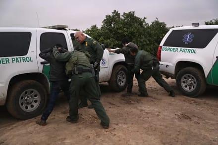 Arrestos de migrantes batieron un récord en abril en la frontera con México