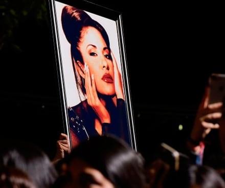 Selena Quintanilla: aprende a maquillarte como la Reina del Tex-Mex