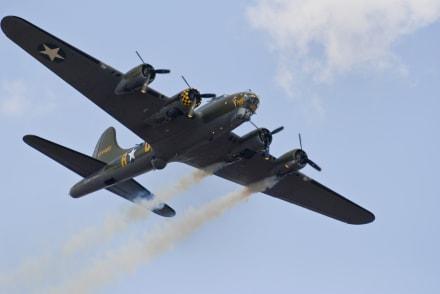 Avión de la II Guerra Mundial se estrelló en Connecticut y dejó 7 fallecidos