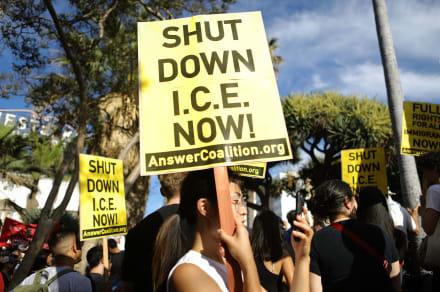"""""""Estamos cansados de comer basura"""": Inmigrantes en centro de detención en Tacoma"""