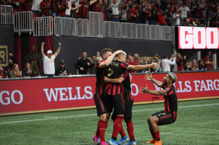Atlanta United dorrota al Revolution y avanza en los Playoffs de la MLS