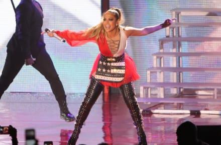 JLo provoca polémica con vestido y desata 'guerra' para Jomari Goyso y Lili Estefan (FOTO)
