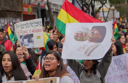 """EE.UU. considera """"crucial"""" que sean civiles quienes tomen el control en Bolivia"""