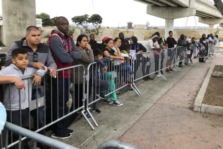 Migrantes devueltos a México: Juez permite que puedan tener abogados