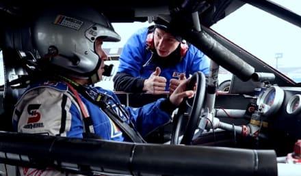 ¿Te atreverías a manejar un auto de NASCAR a 150 MPH?