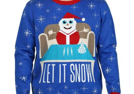 Walmart retira del mercado sweaters de Santa con cocaína y en poses sexuales