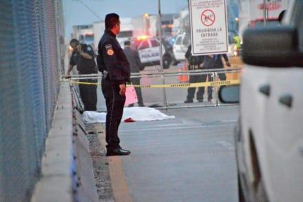 Horror sangriento en la frontera: Se cortó el cuello porque le negaron la entrada a EE.UU.