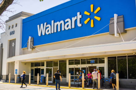Mujer fabrica una bomba en Walmart y ahora enfrenta cargos