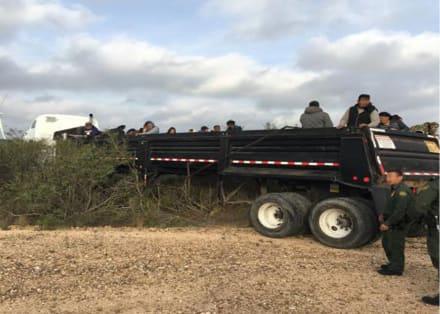 Patrulla Fronteriza en Texas desata persecución que termina con sorpresivo hallazgo dentro de camión