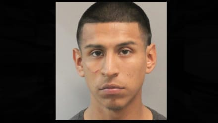 Texas: Joven hispano es detenido por disturbio en hotel; le descubren armas drogas