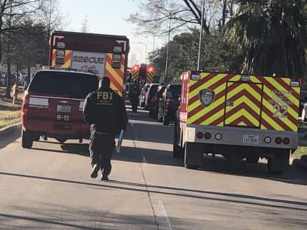 Explosión en Houston deja dos muertos y cientos de casas dañadas