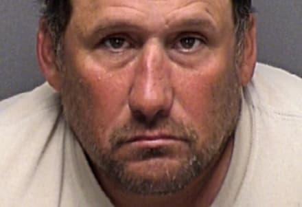 Desnudo y masturbándose: Hispano arrestado por video grabado por una niña