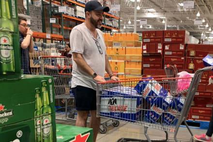 Paran producción y comercialización de cerveza en Nuevo León, México por coronavirus y cientos hacen compras de pánico