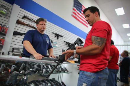 COVID-19 dispara venta de armas en EE.UU. la segunda más alta de la historia