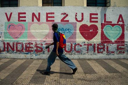 Maduro ordena la movilización de artillería de Venezuela en respuesta a EE.UU.