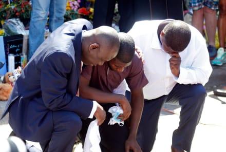 Realizan funeral de Floyd en North Carolina y familia recibe algo inesperado (FOTOS)